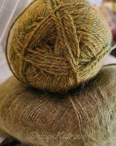Två perfekt matchande olivgröna nystan, ett alpacka, ett silk mohair.