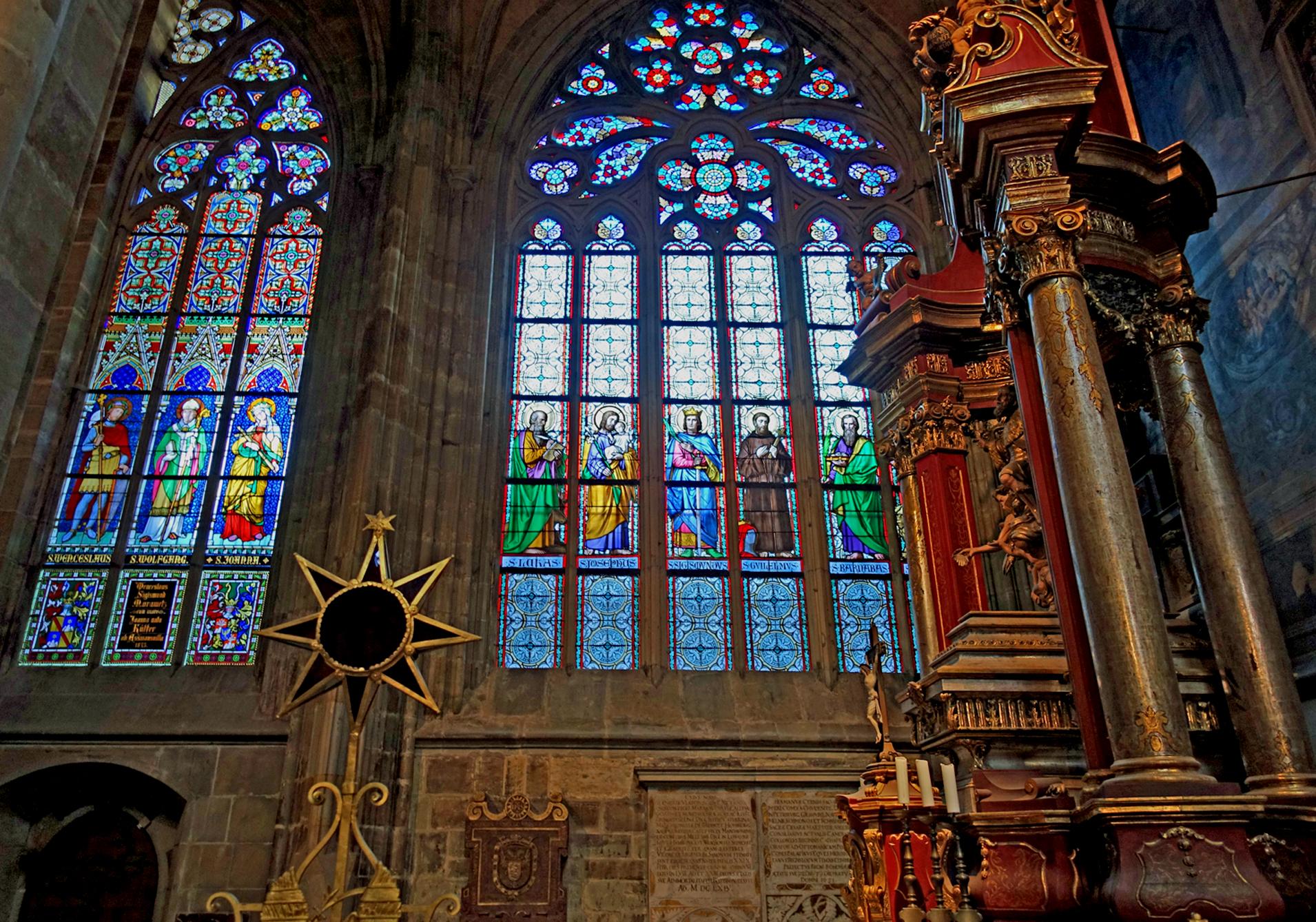 Denna bild har ett alt-attribut som är tomt. Dess filnamn är katedralenfönster-1.jpg