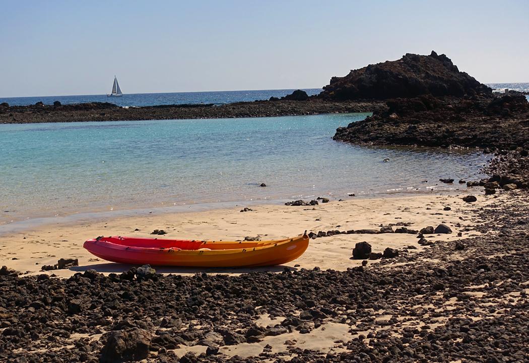 Denna bild har ett alt-attribut som är tomt. Dess filnamn är Lobosbåtvattensegelbåt2a.jpg