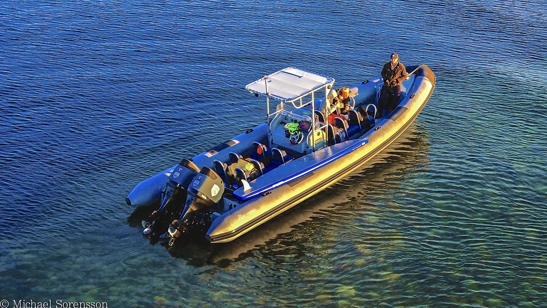 RIB båten vid Lillleandsrevet lastad med SUP-brädor mm