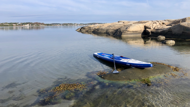 SUP paddling ut till Ramnö, ca 1 sjömil till Gottskär i bakgrunden