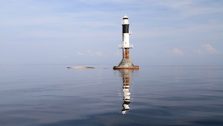 En liten ö har skapats och havet ligger helt stilla vid Lilleland