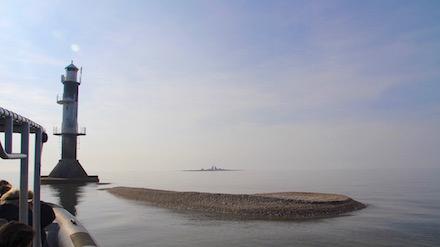 En disig dag med stilla hav syns en fin Lilleland