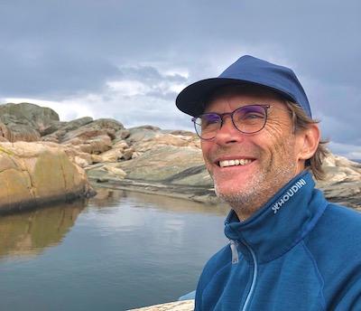 Stefan njuter av utflykten till lagunen på Inre Lön i kungsbackafjorden