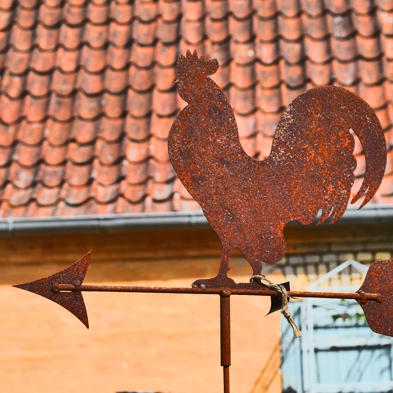 Vejrhane til haven i et rustikt og rustent design