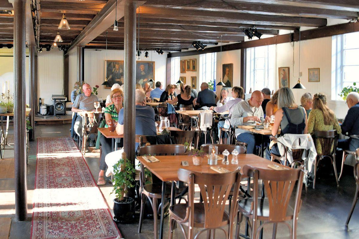 COVID-19: Ingen børn under 14 i restauranten