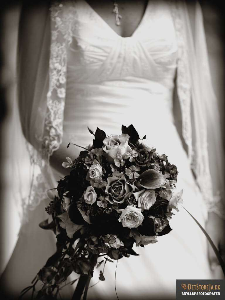bryllupsfotograf jylland brud med brudebuket