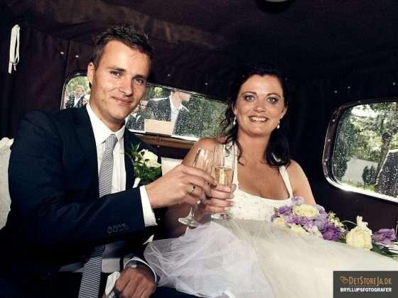 brudepars skål i veteranbil