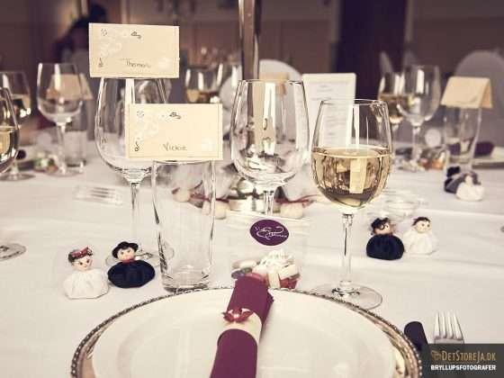borddækning kuvert serviet bryllupsbillede