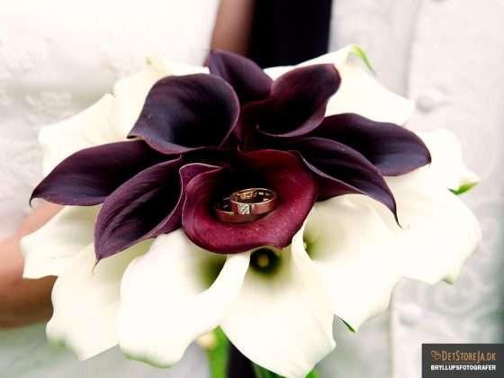 bryllupsfotograf brudebuket med vielsesringe