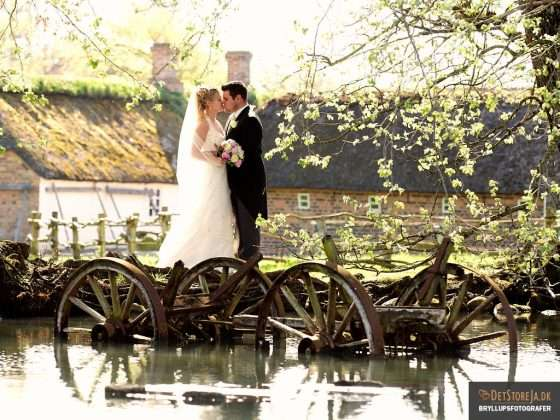 bryllupsbilleder bryllupsfotograf brudepar kysser