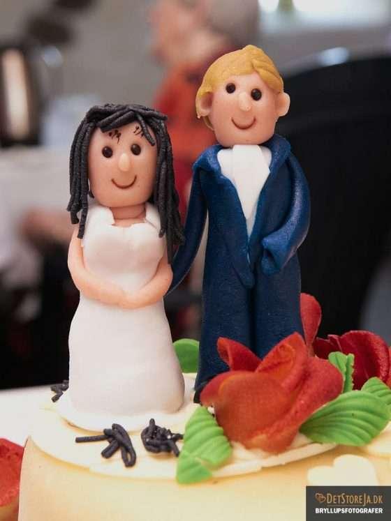 bryllupskage kransfigurer glade