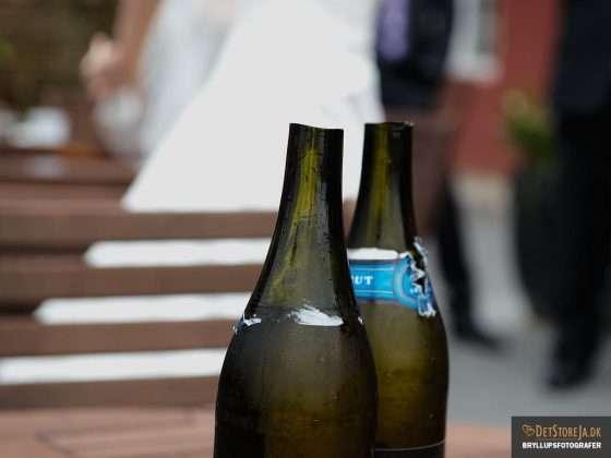 bryllupsbillede champagneflasker afhugget flaskehals