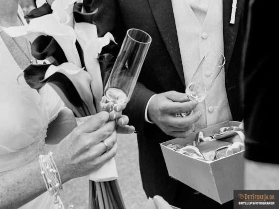 bryllupsbillede detaljebillede brudepar champagneglas