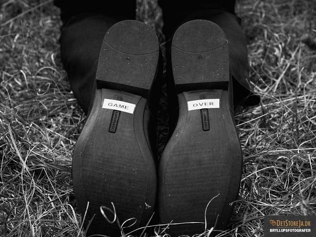 bryllupsbillede gommens fodsåler