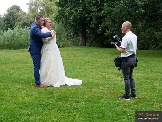 bryllupsfotografen instruerer