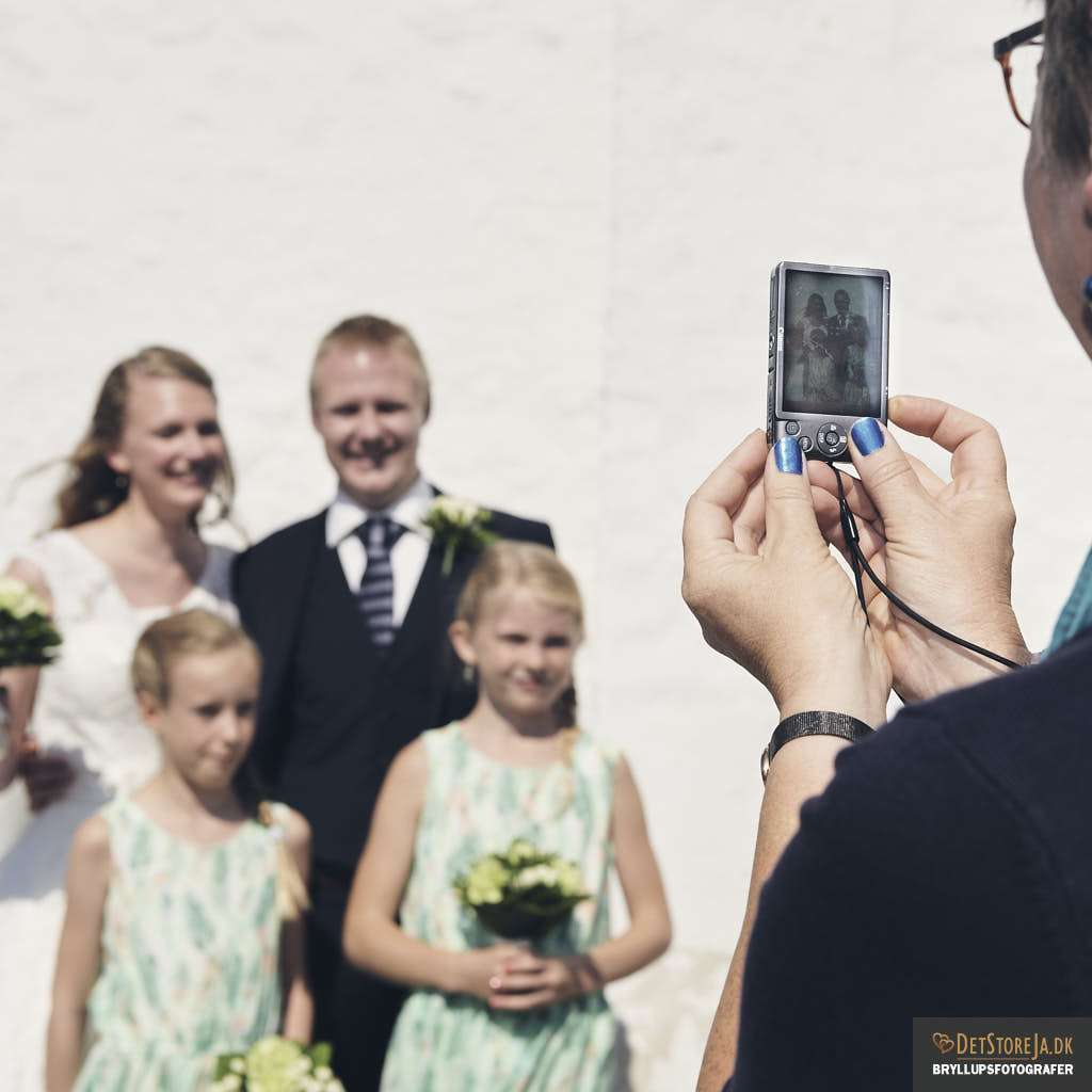 bryllupsfotograf skanderborg gæst med kamera