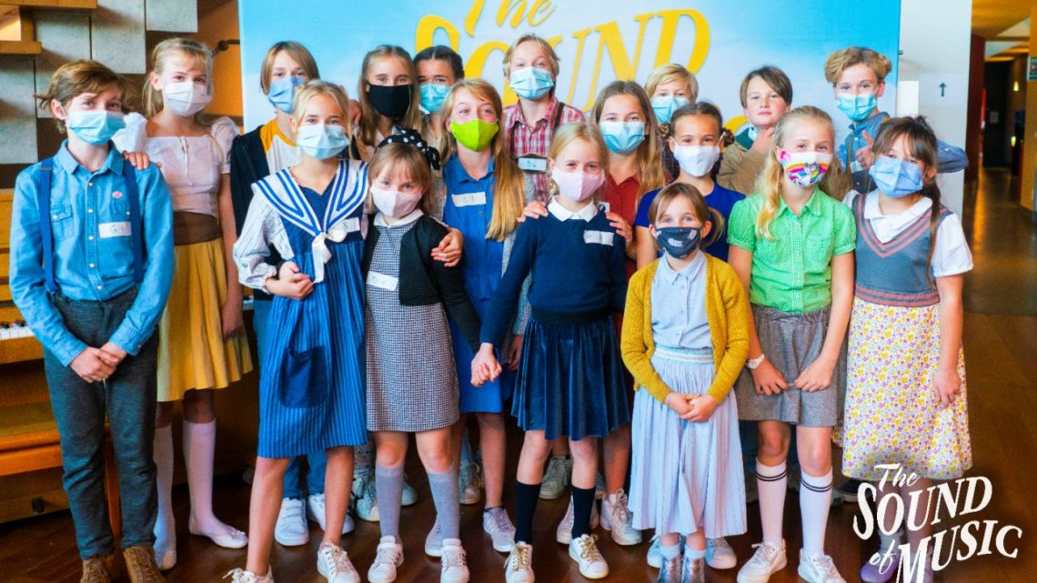 De Von Trapp-kinderen voor de musical 'The Sound of Music' zijn bekend!