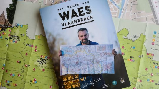 Tom Waes neemt je mee naar de markantste plekjes in 'Reizen Waes – Vlaanderen'