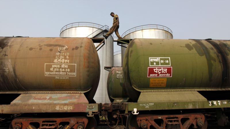 واردات نفت هند از ایران از اواسط شهریور کاهش مییابد