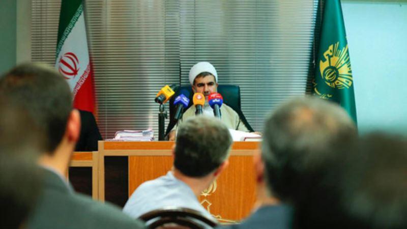 دادگاه اسفندیار رحیم مشایی برگزار شد؛ مشایی پیراهنش را درآورد
