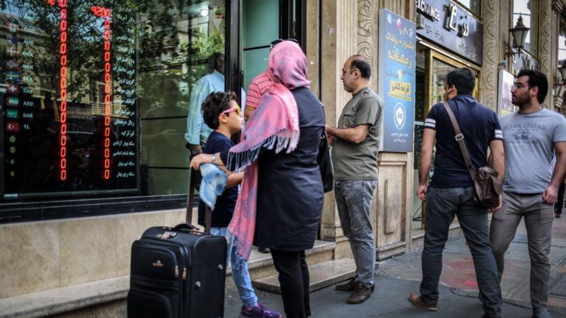 نرخ دلار و سکه در بازار غیررسمی ایران اندکی افت کرد