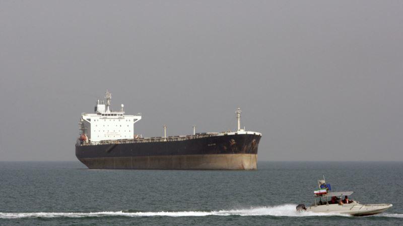 جروزالم پست: در آستانه تحریم جدید، نفتکشهای ایرانی مخفیانه به انتقال نفت ادامه میدهند