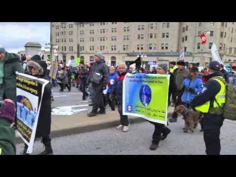 فعالان حزب ایران آباد در اکسیون روز زمین در اتاوا,  کانادا