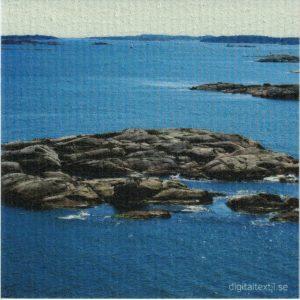 Disktrasa med motiv av Sverige arkipelag Kjell Mari Ekvall