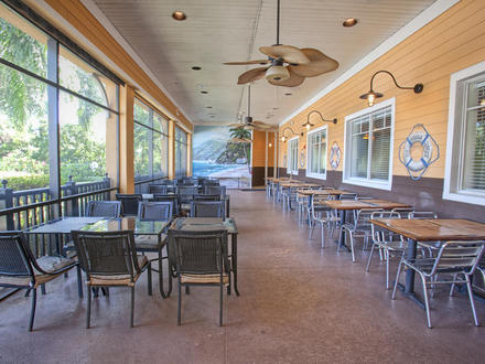 Casual outdoor dining at Tradewinds restaurant, Bahama Bay Resort