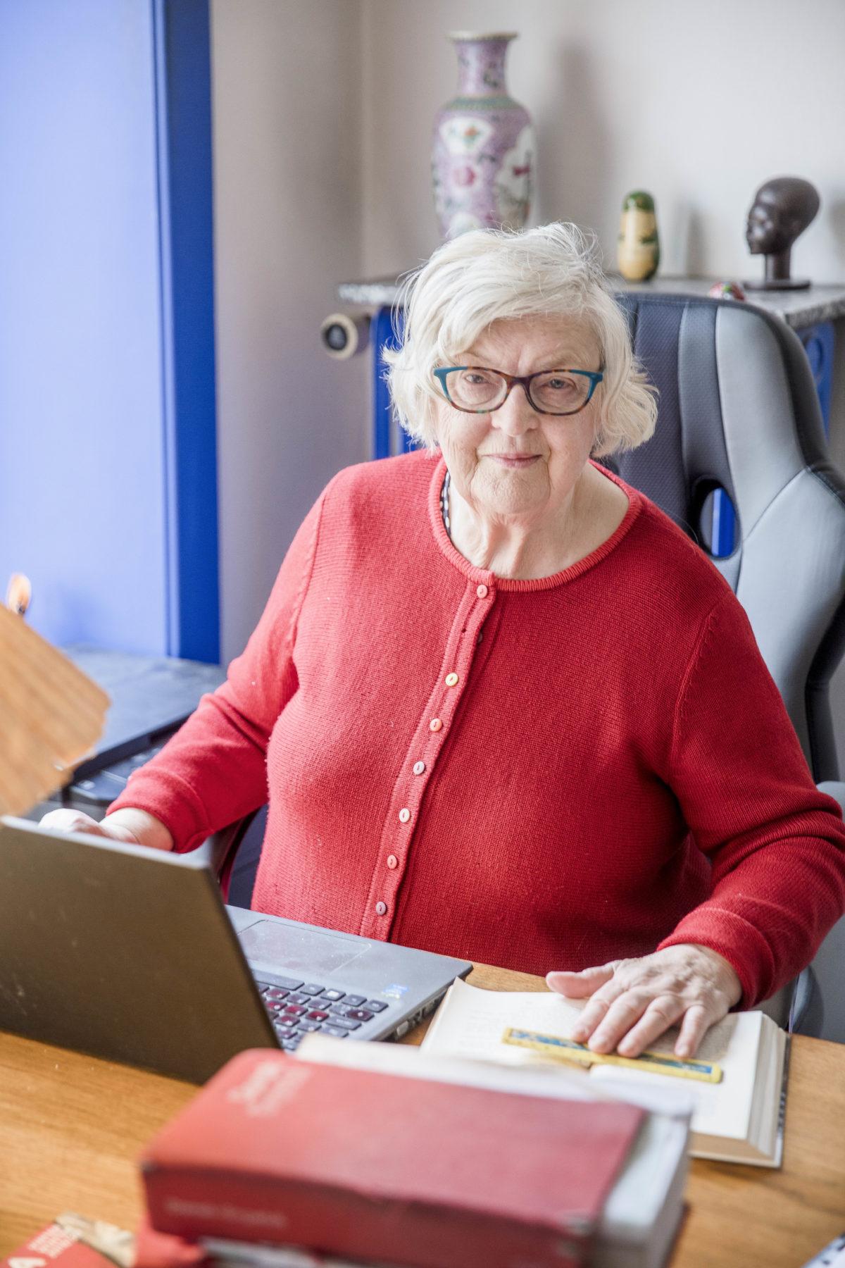 ANNA HALAGER, 80 år, litterær oversætter