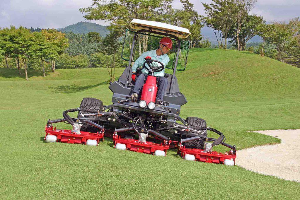 Japanske Baroness er klar til at klippe danske golfbaner. Ultraskarpe knive og lynhurtige cylindre giver optimalt klipperesultat med op til 14 km/t på fairway.