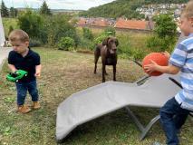 Ball spielen mit den Kids