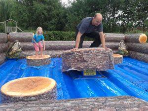 Redneck Spelen: chainsaw
