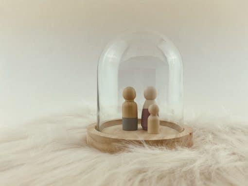 Kleine stolp met houten poppetjes