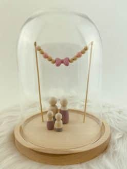 Stolp voor houten poppetjes met gekleurd strikje