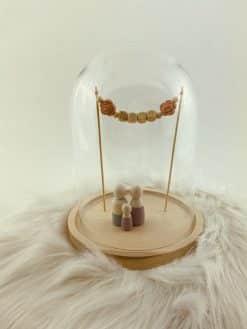 Stolp voor houten poppetjes met naamslinger - Meisje