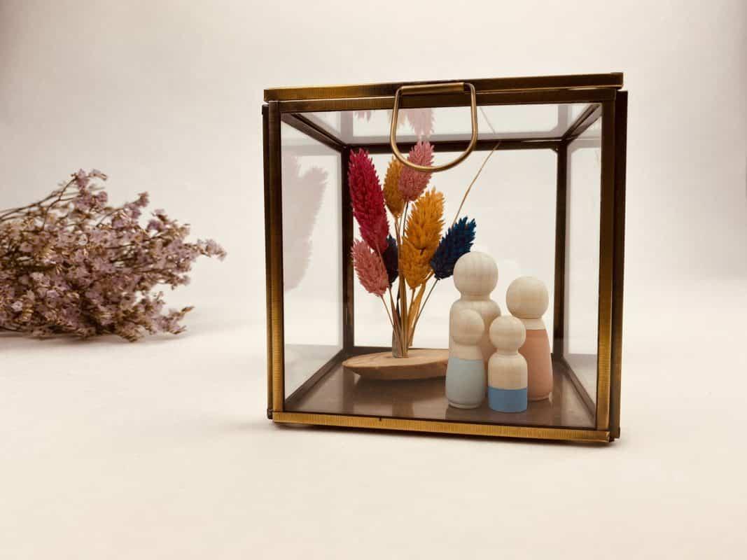 Glazen kistje voor houten poppetjes