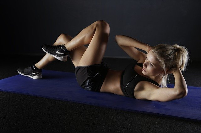 girl training abs