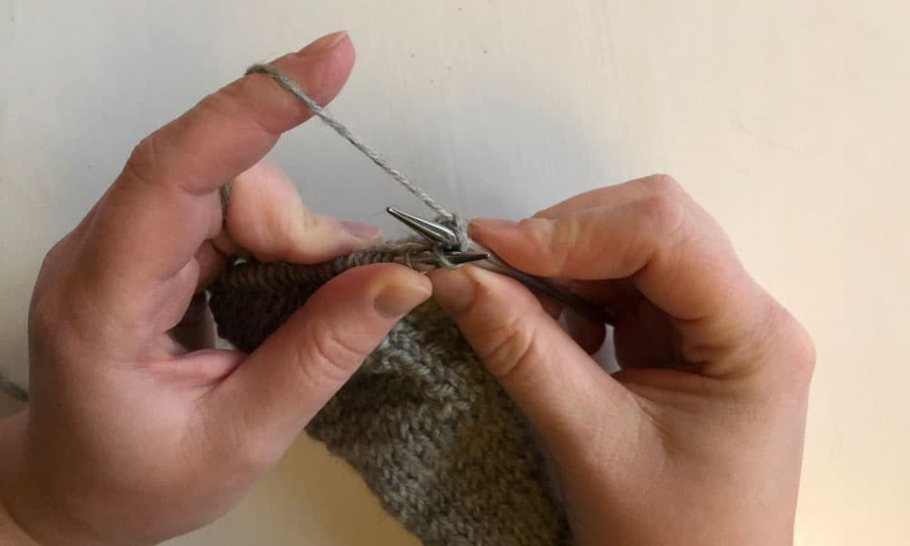 All about the Stockinette Stitch | How to do the knit stitch step 1