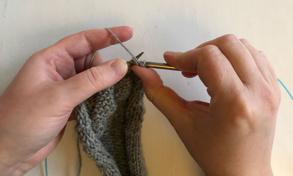 All about the Stockinette Stitch | How to purl step 2