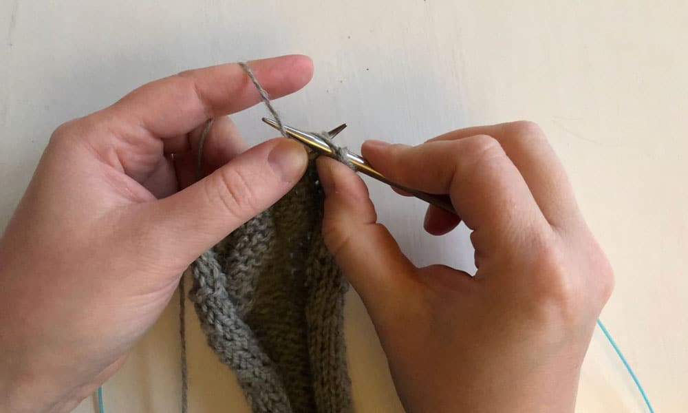 All about the Stockinette Stitch | How to purl step 3