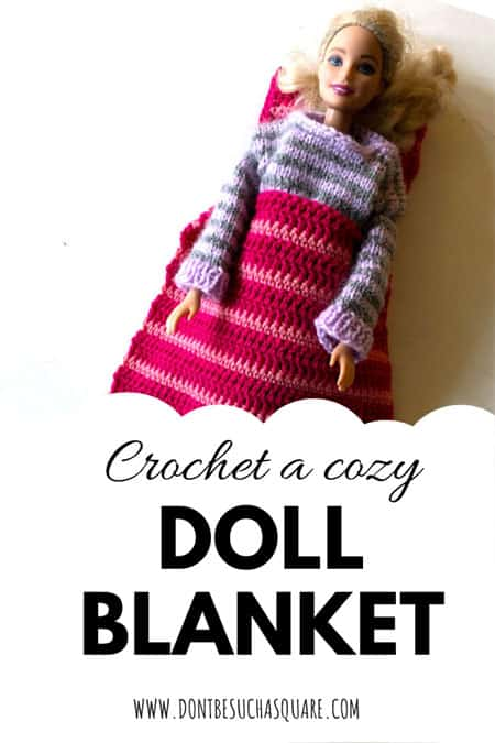Crochet a cozy Doll Blanket –  Free Crochet Pattern This pattern is super easy to crochet, perfect for beginners or even kids learning to crochet. Starting out with a small project makes it easy to finish! #CrochetPattern #Barbie #BarbieCrochetPattern #BarbieBlanket #BeginnerProject