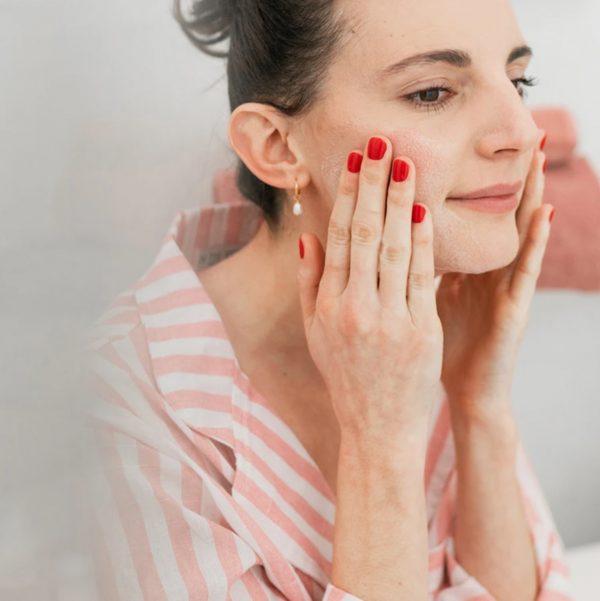 gel-nettoyant-lacté-parfait-visage-joone-dorlotine