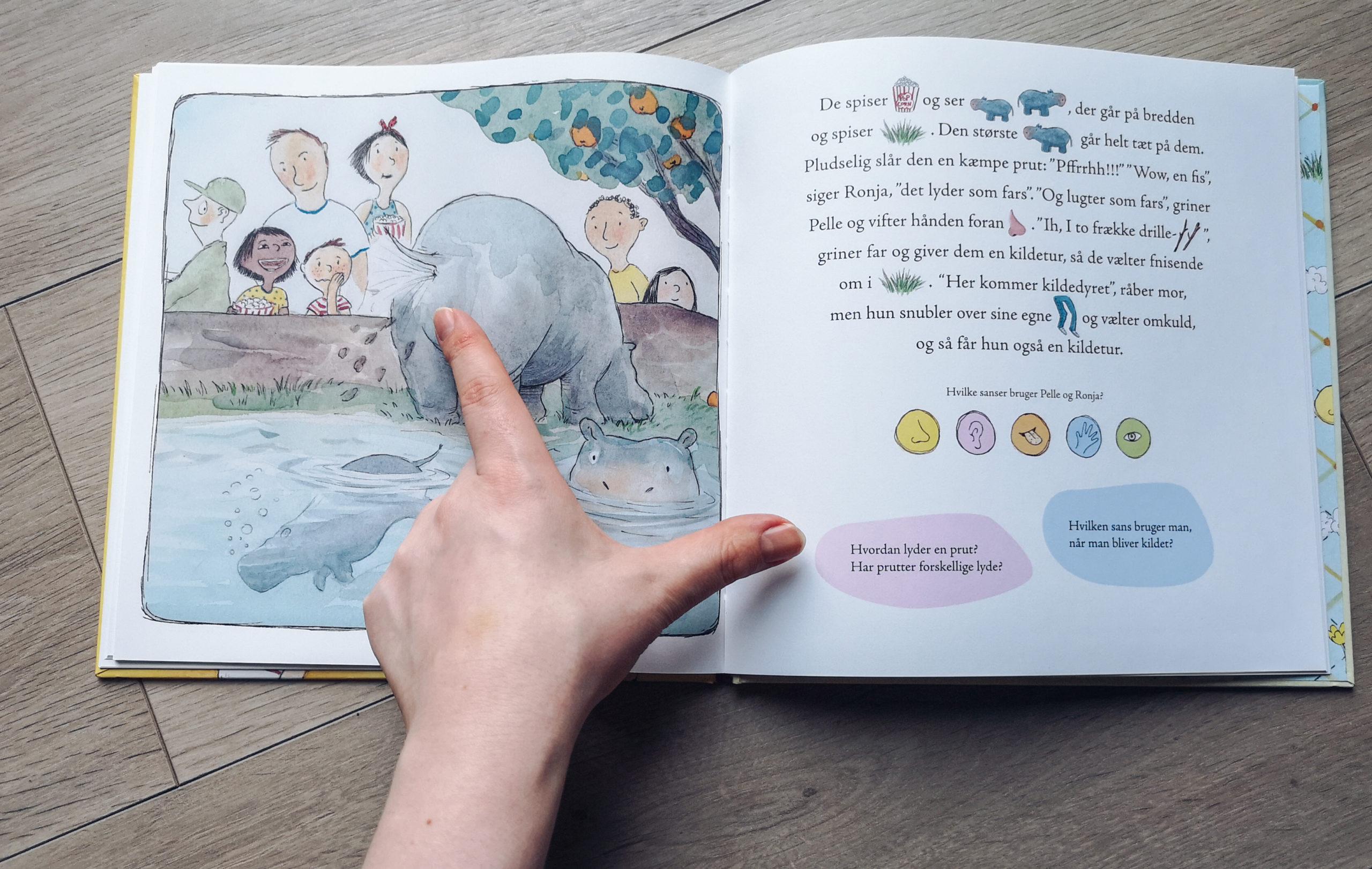 Her lærer sønnen om sanserne imens jeg kan styrke mit  barns læseevne