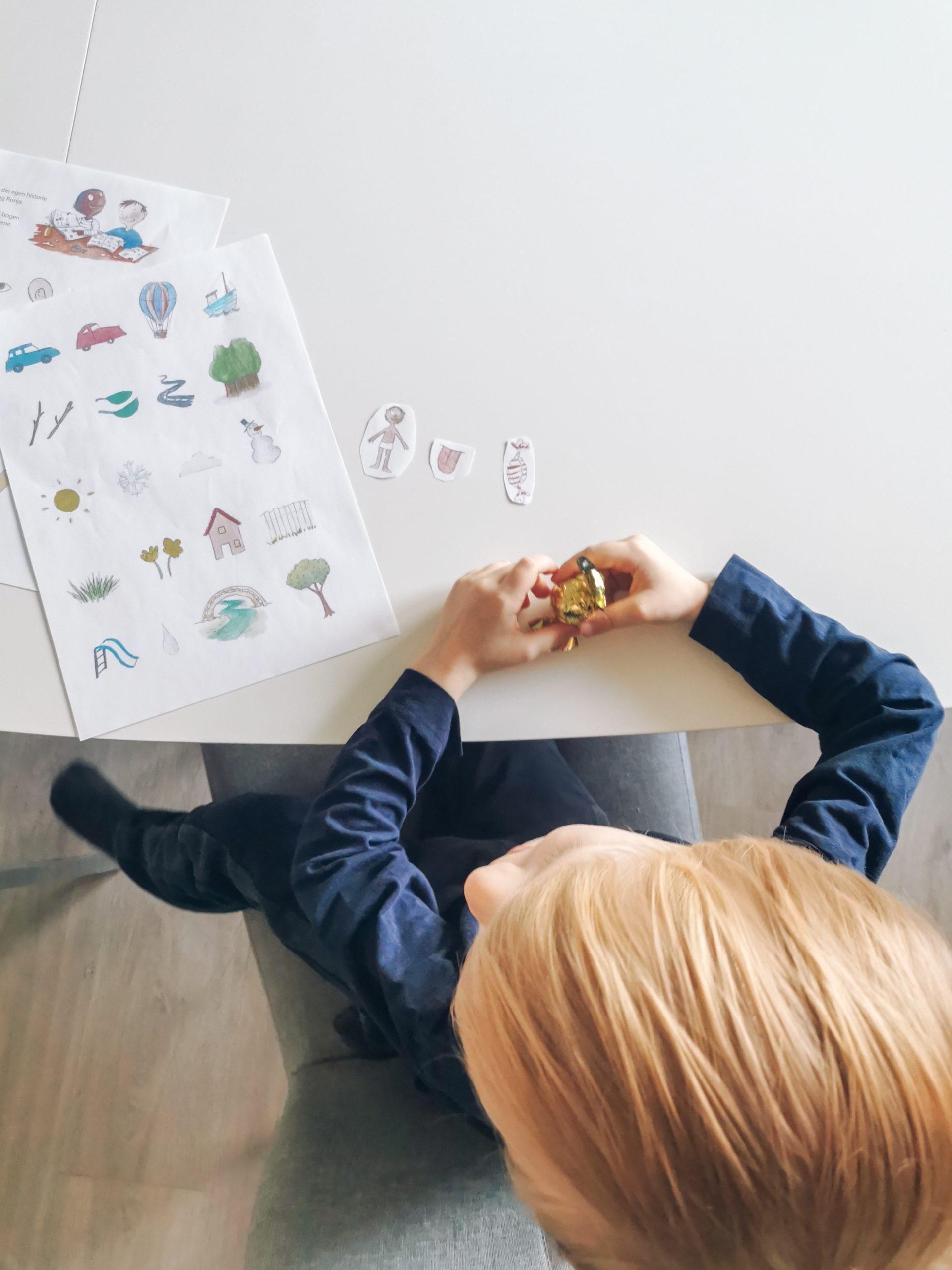 styrke mit barns læseevne - ved at opbygge sætninger med illustrattioner. Første step til stavning