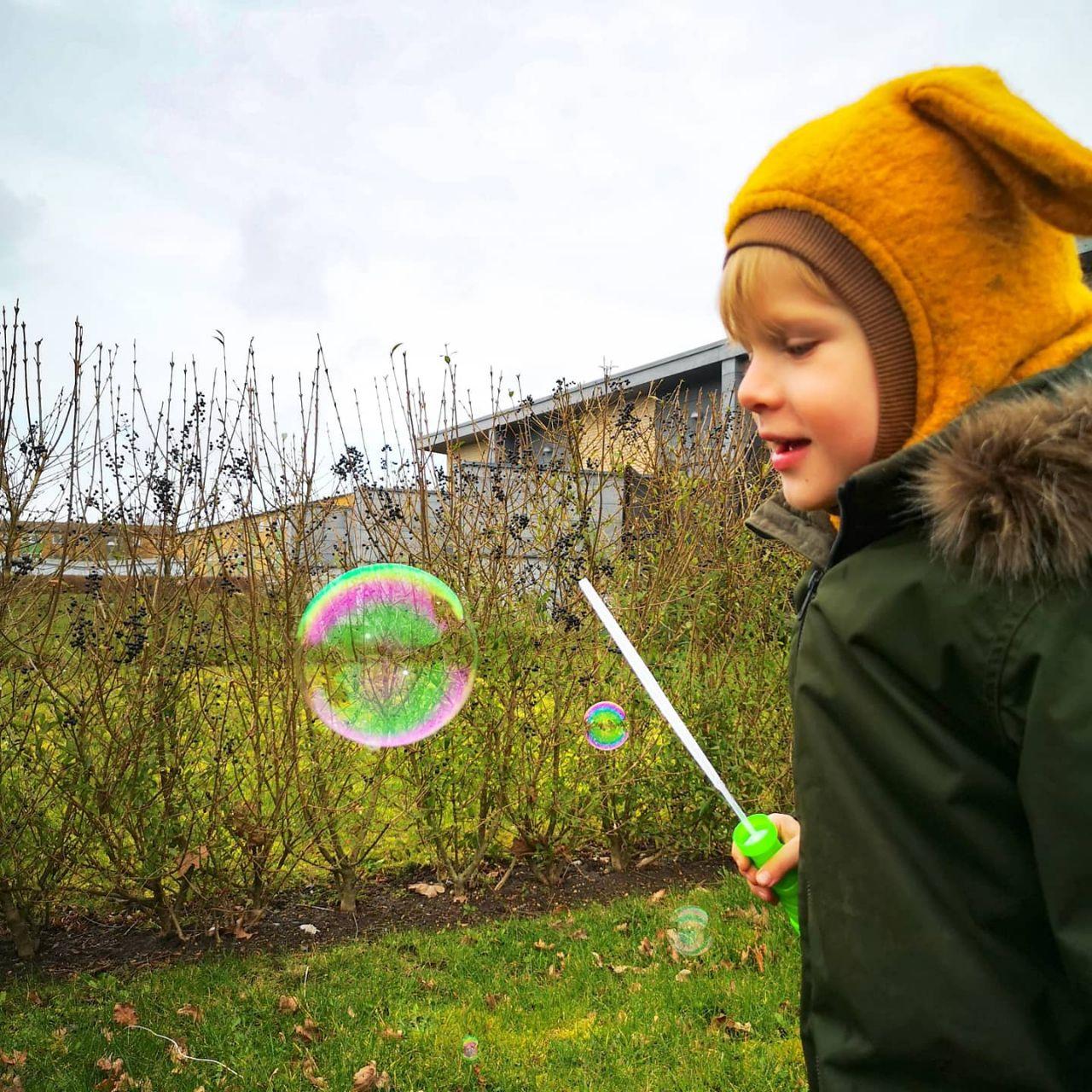 Aktiver dit barn med sæbebobler