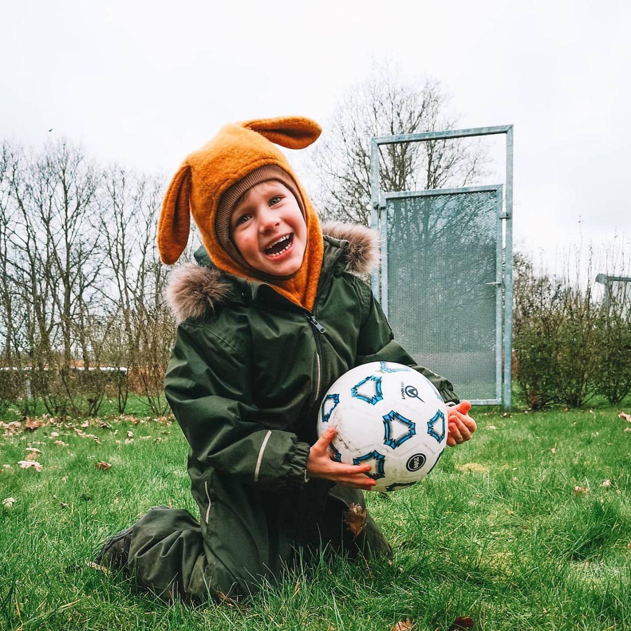 Ativer dit barn med boldlege