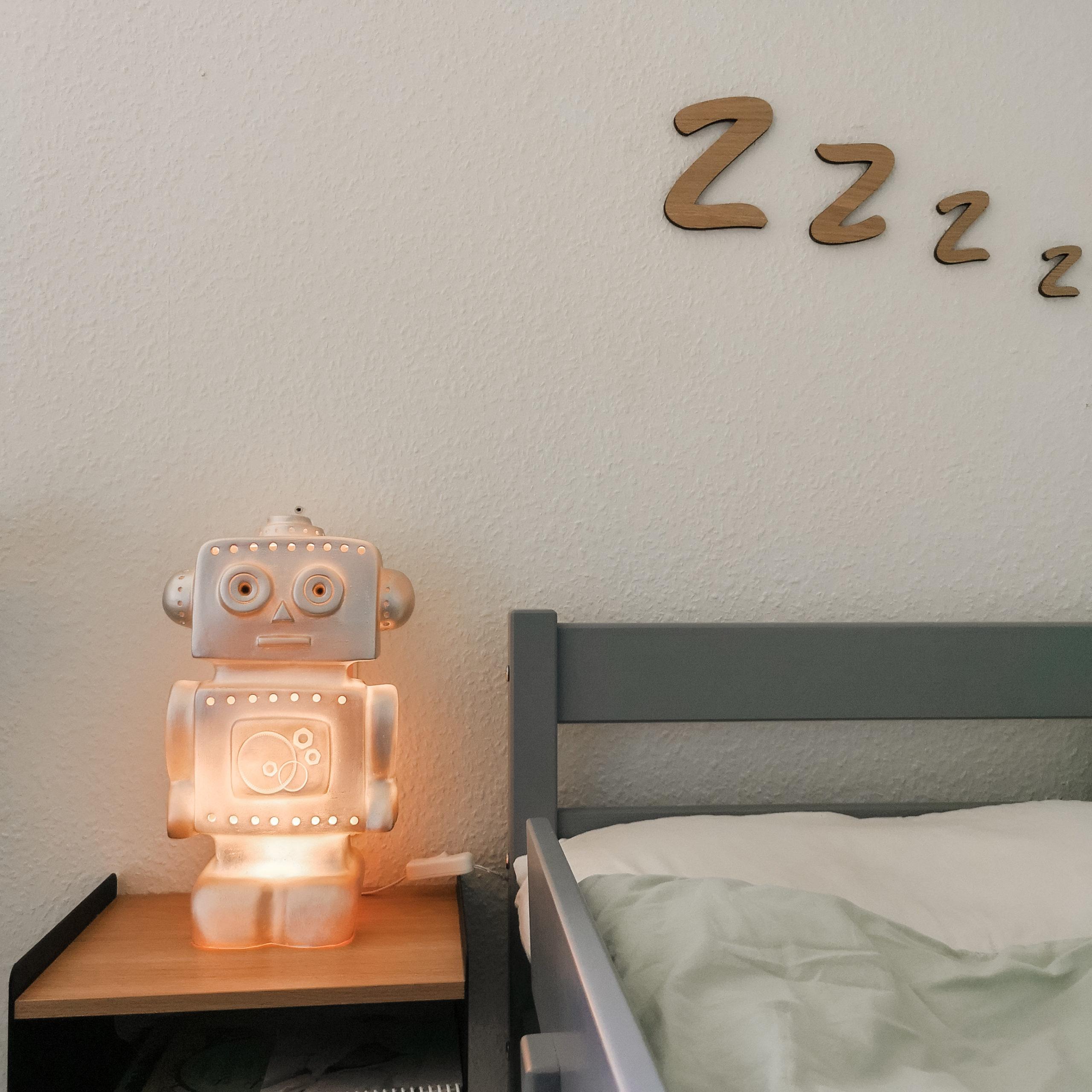 Robot lampen fra Heico tændt i dagslys.