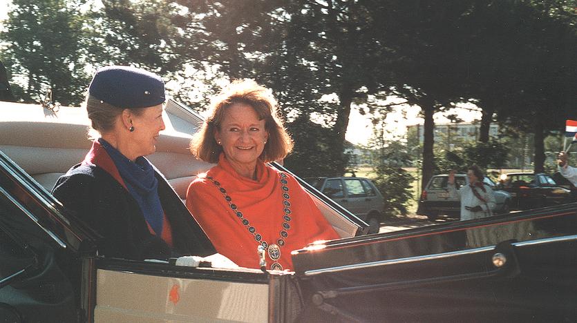Dronning Margrethe og borgmester Birgitte Rinhart ved jubilæumsfesten i 1996.